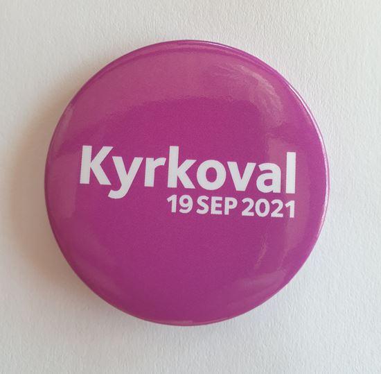 "Bild på KV21. Knapp 56 mm. ""Kyrkoval 2021"". OBS! 10-pack."